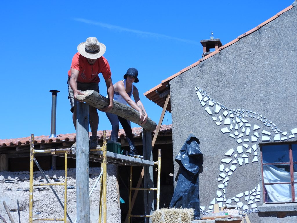 Building a roof together for the straw bale house